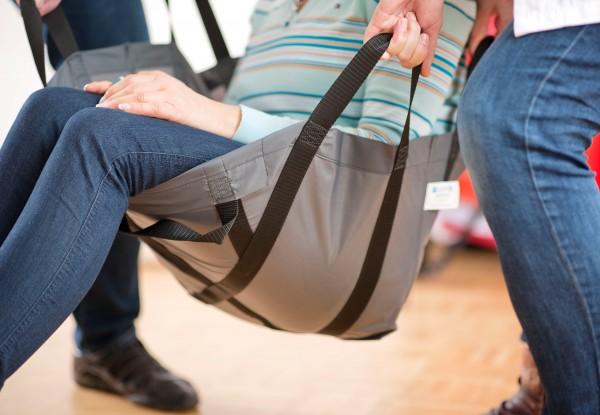 Evakuierungssitz mit Tasche